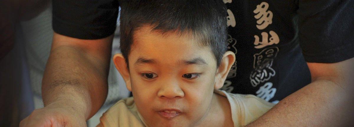 """Das """"Puzzle Cafe"""" auf den Philippinen räumt mit Vorurteilen gegen Autisten auf"""